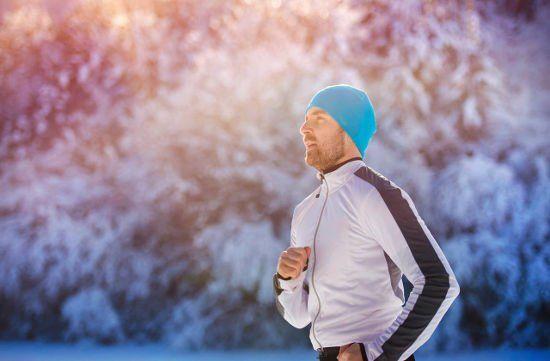 Evitar el dolor de oídos al correr con frío y viento con..